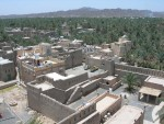 The target of our paparazzi-like attack: Nizwa Fort and the town of Nizwa.